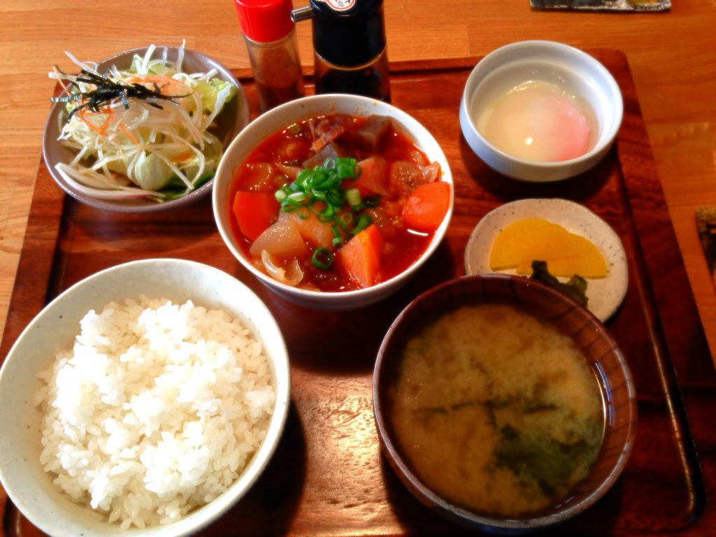 三春町の隠れ家風カフェ「cafe narumari(カフェ ナルマリ)」牛すじ煮込み