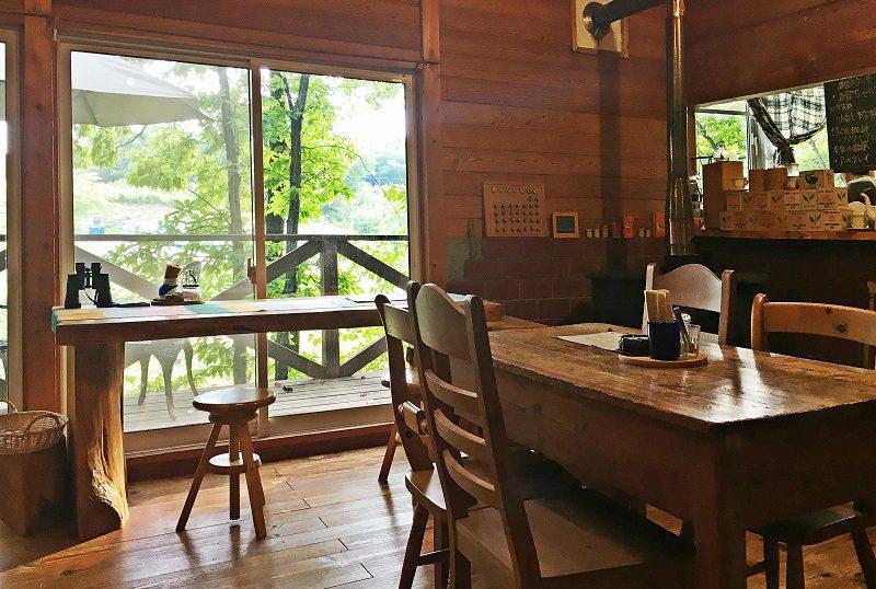 三春町の山小屋風カフェ「碧い月」まったり癒される内観