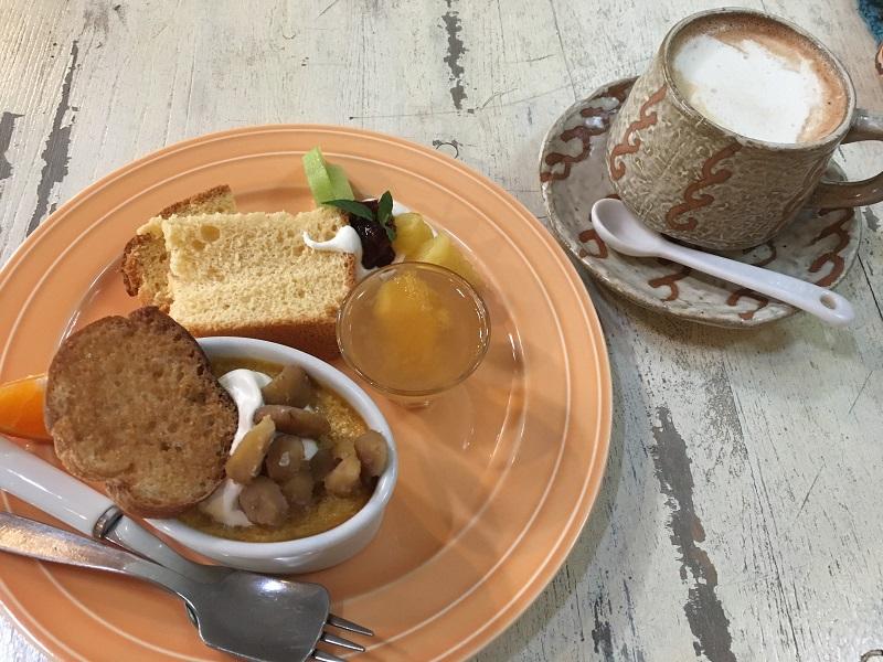 三春町の山小屋風カフェ「碧い月」おまかせケーキプレート